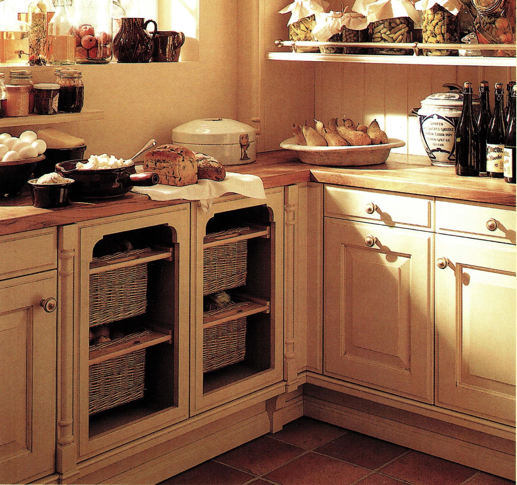 Kitchen with kitchen drawer baskets
